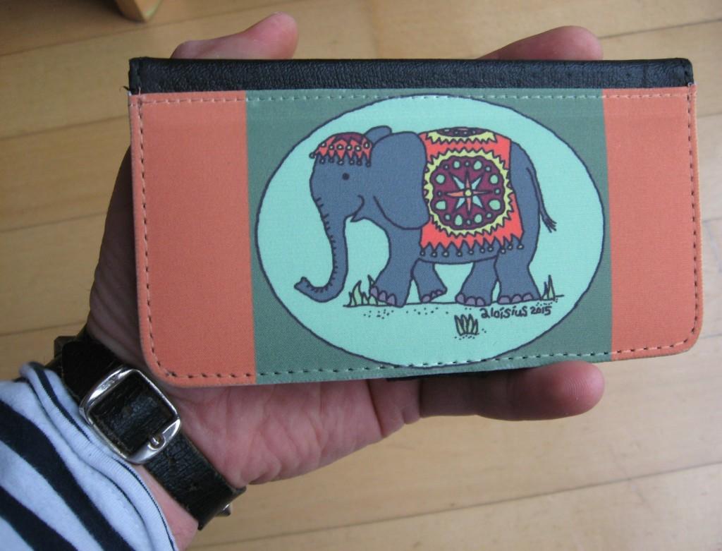 smartphonehülle elefant in der hand des frater aloisius